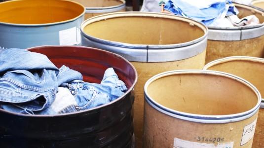sorteren bruikbare en niet-bruikbare kleding