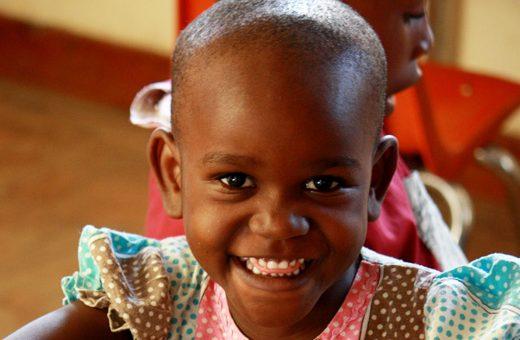 tanzania lachend meisje 520