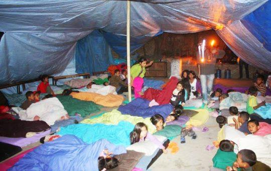 buiten slapen aardbeving nepal project