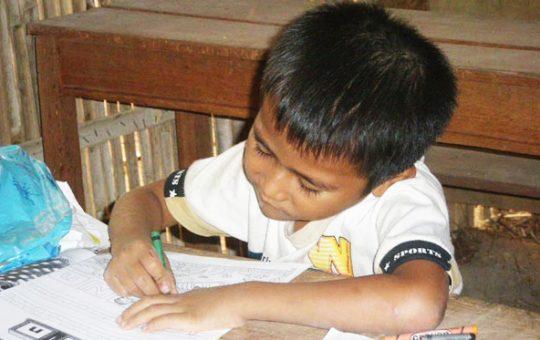 kind op school Cambodja
