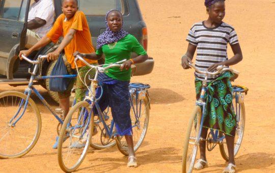 leerlingen fietsen school kattendans wmh